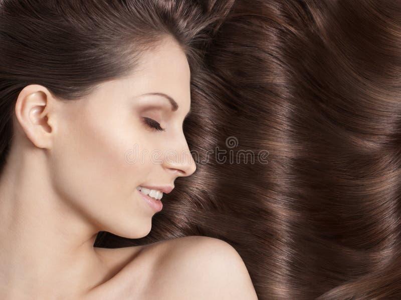 有美丽的头发的少妇 免版税图库摄影