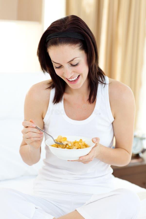 有美丽的早餐妇女 免版税库存图片