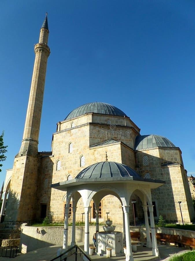 有美丽shadirvan的历史的思南巴夏清真寺或喷泉,科索沃普里兹伦  免版税库存图片