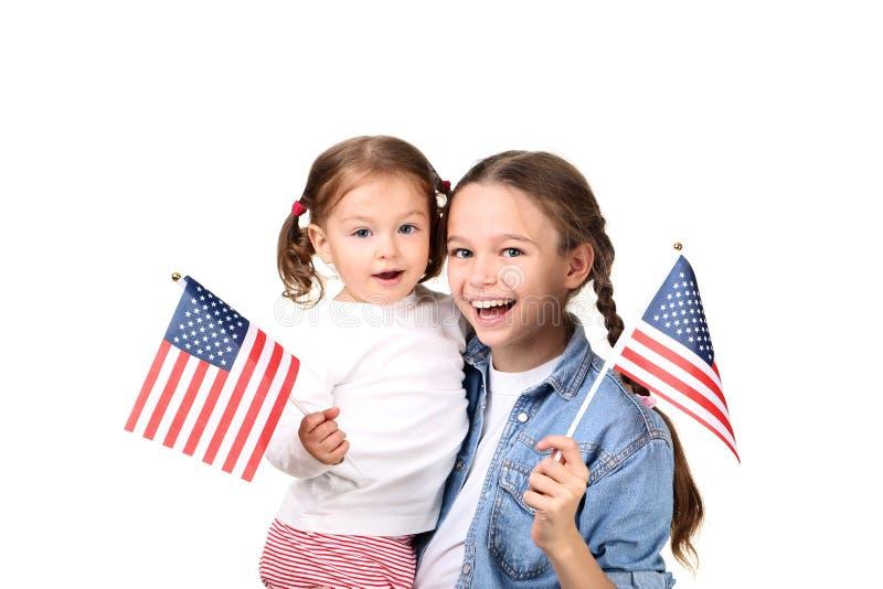 有美国国旗的姐妹 免版税库存照片