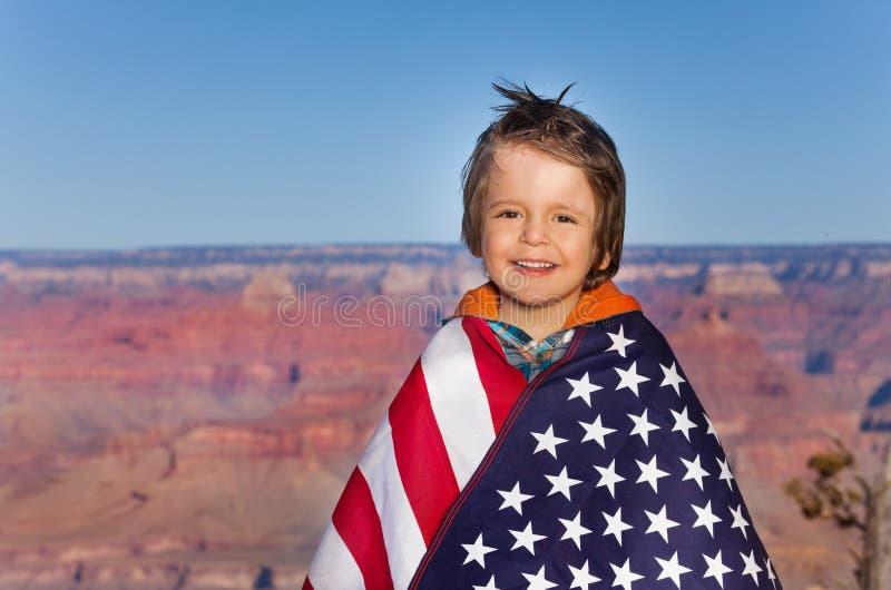 有美国国旗的,大峡谷国家公园男孩 免版税库存照片