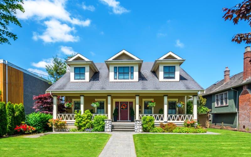 有美好环境美化的豪华房子