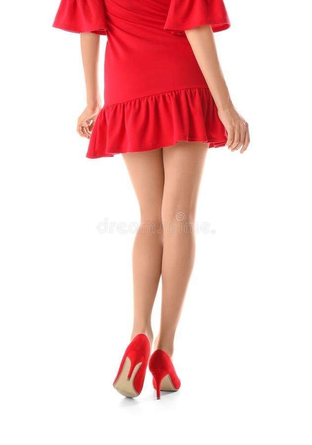 有美好的长的腿的年轻女人在时髦的成套装备 免版税图库摄影