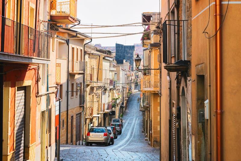 有老房子的街道阿伊多内的西西里岛 库存照片