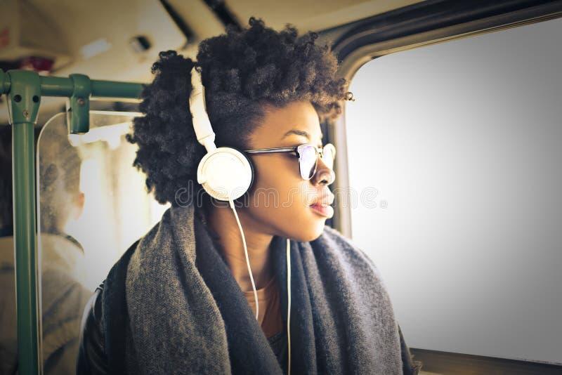 有耳机的妇女 免版税库存照片