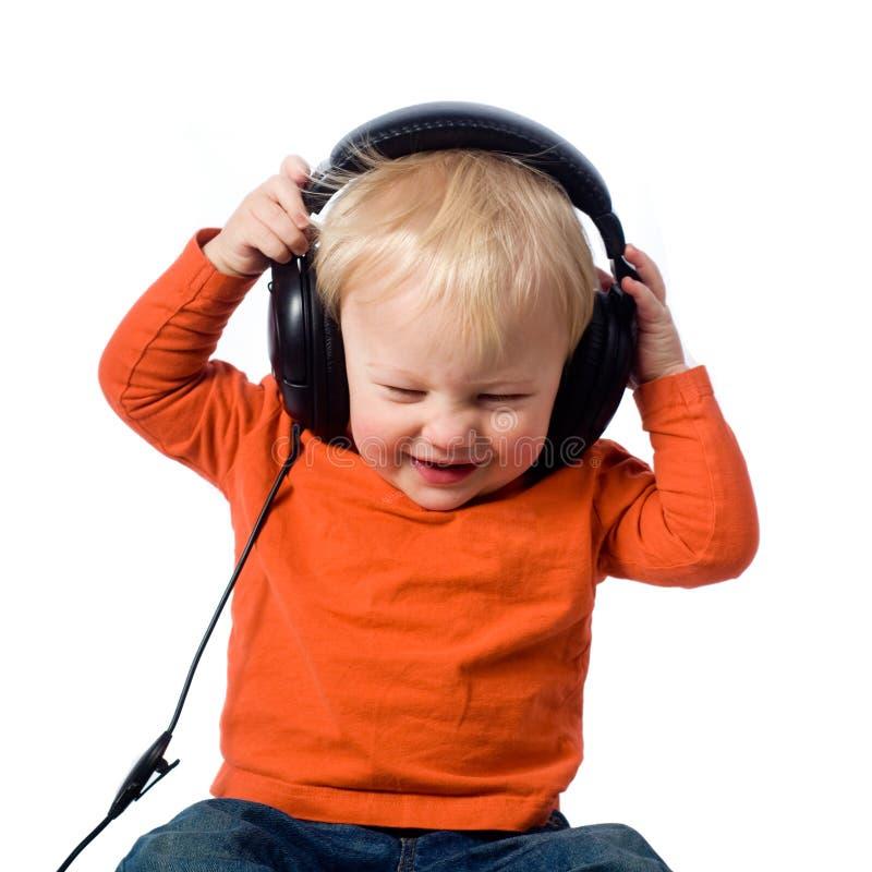 有耳机的小男孩 免版税库存照片