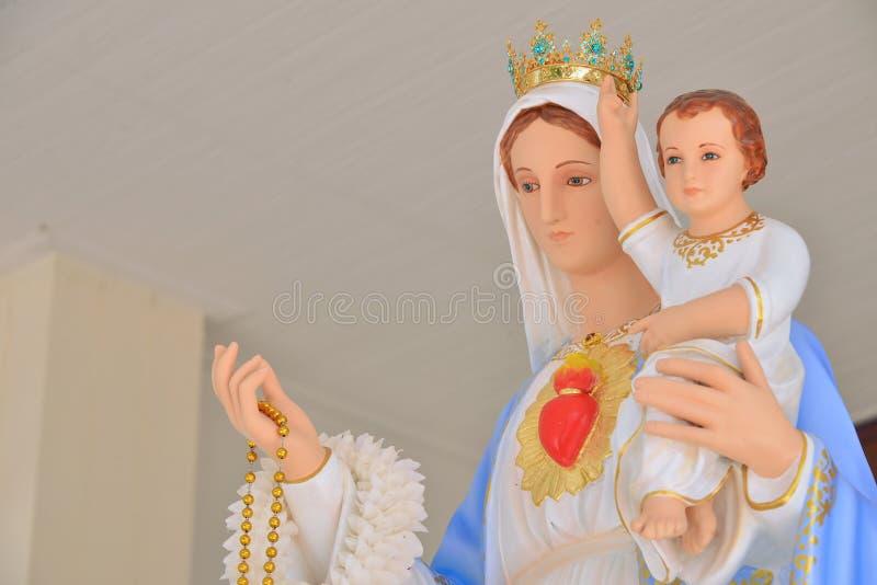 有耶稣的雕象圣母玛丽亚 免版税库存图片