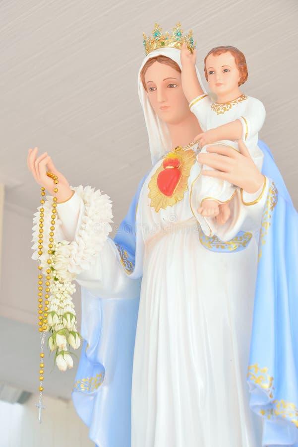 有耶稣的雕象圣母玛丽亚 库存照片