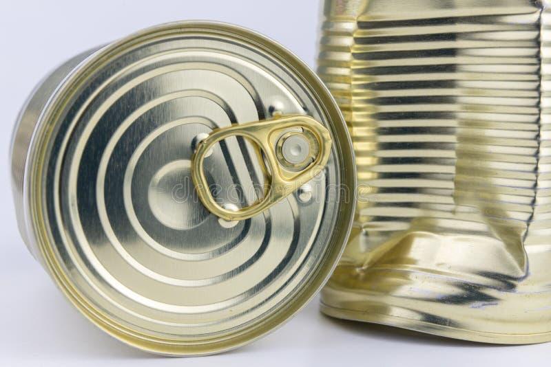 有肉盘的罐头在一张白色桌上 与长的罐头她 免版税库存图片