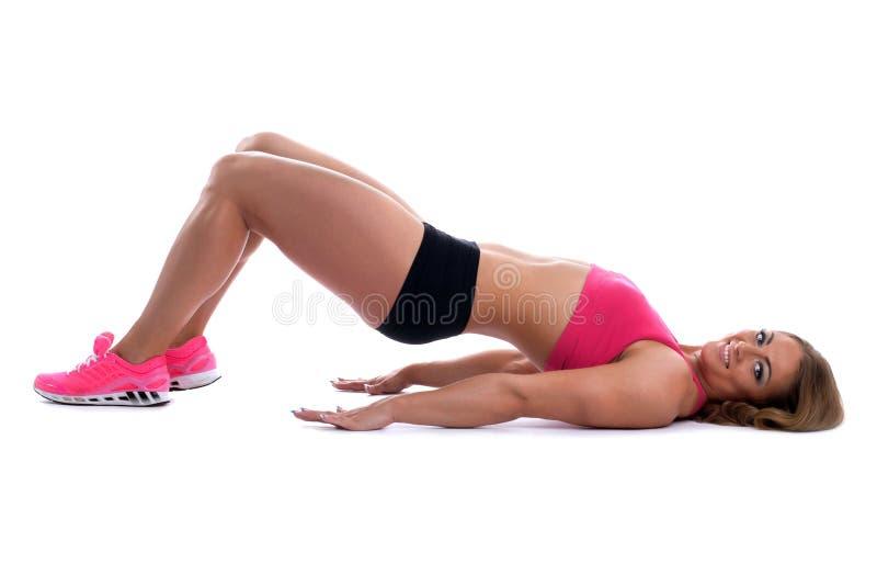 有肌肉机体位置的秀丽坚强的妇女 库存图片