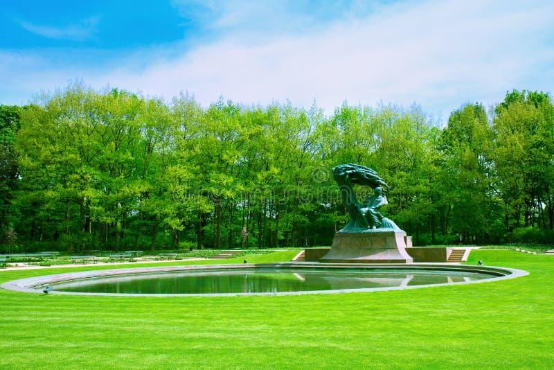 有肖邦雕象的,华沙Lazenki公园 库存照片