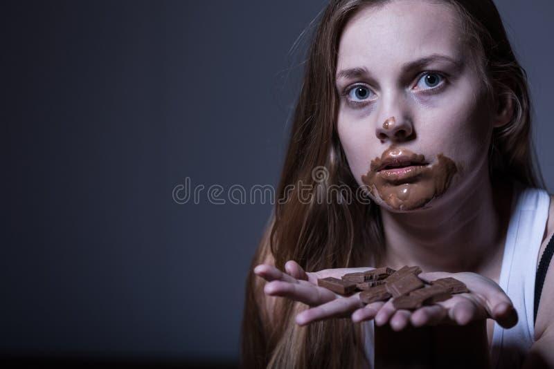 有肮脏的嘴的皮包骨头的女孩 免版税图库摄影