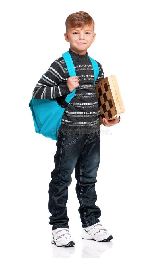 有背包和棋枰的男孩 免版税库存照片