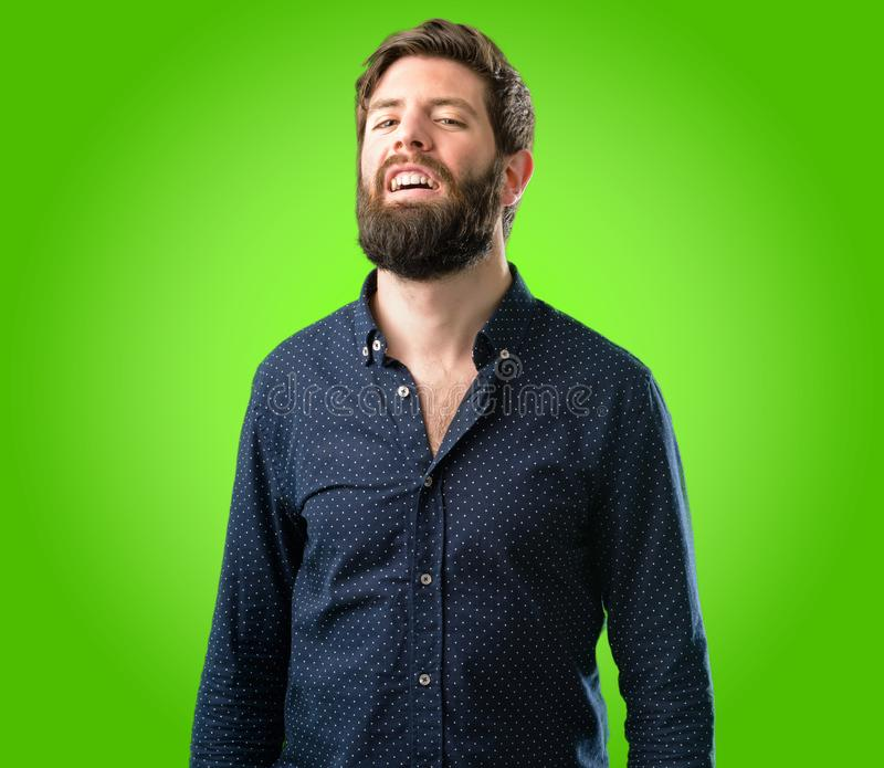 有胡子和衬衣的年轻行家人 免版税库存照片
