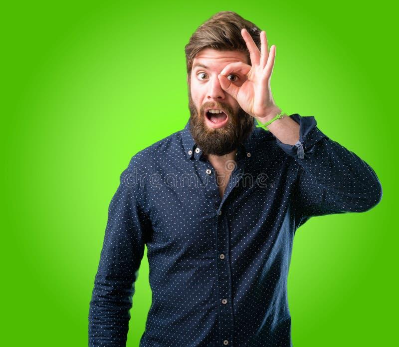 有胡子和衬衣的年轻行家人 免版税图库摄影