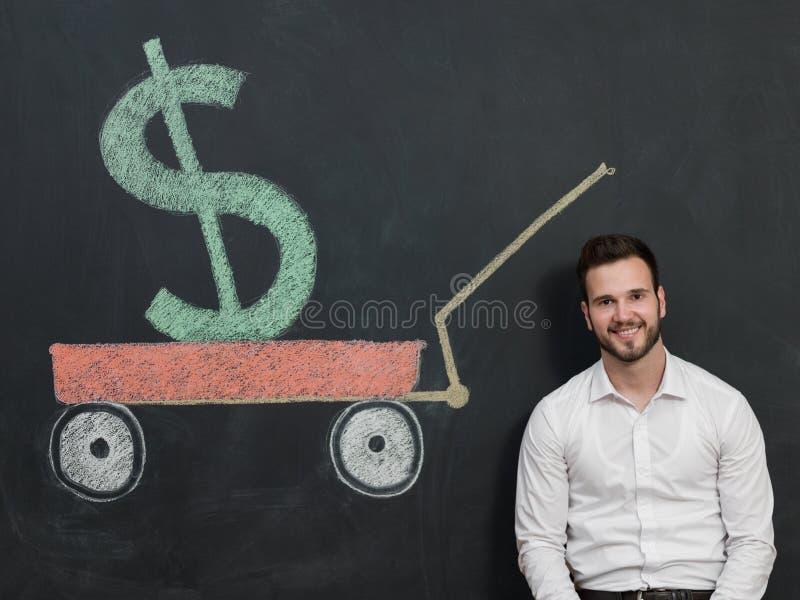 有胡子挽救金钱的年轻人 库存照片