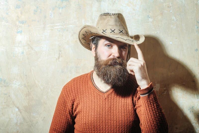 有胡子的人佩带的牛仔帽 免版税库存照片
