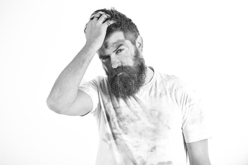 有胡子的人在肮脏的多灰尘的衬衣看起来用尽 免版税图库摄影