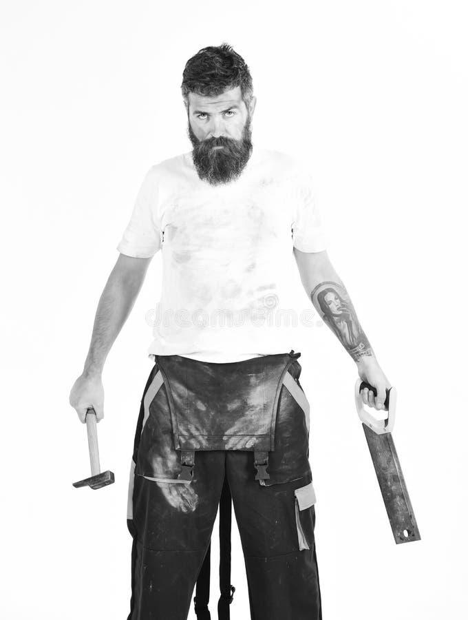 有胡子的人在肮脏的多灰尘的boilersuit 建造者,石膏工,安装工 免版税库存照片