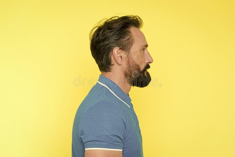 有胡子的人有适当的姿势 运动的生活方式和适当的保留青年时期的营养帮助甚而在成熟年龄 ?? 库存图片