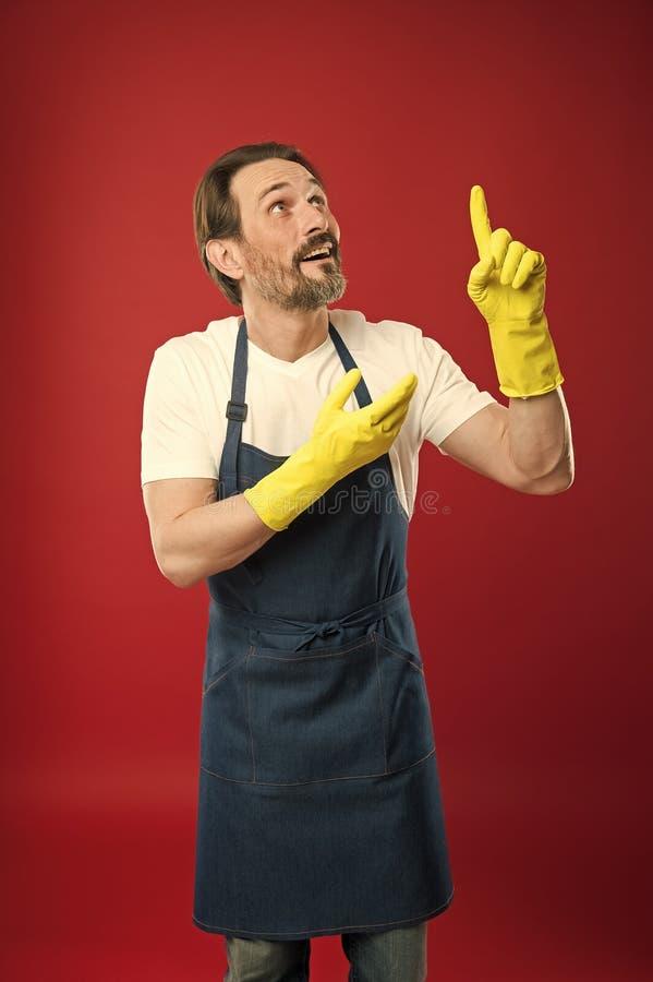 有胡子的人清洁家 在洁净和秩序卫兵  清洗的服务和家庭义务 大量工作 库存图片