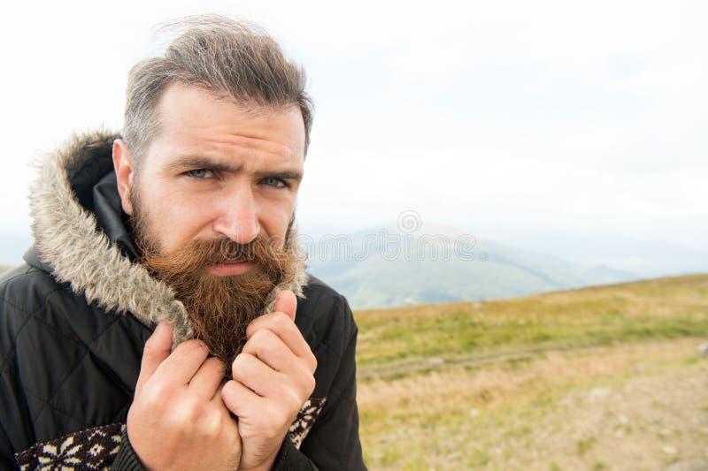 有胡子的人,有髭寒冷的残酷白种人行家在山 图库摄影