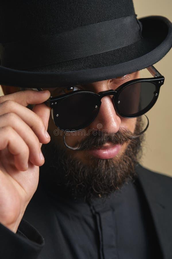 有胡子的人画象有圆顶硬礼帽的 免版税库存图片
