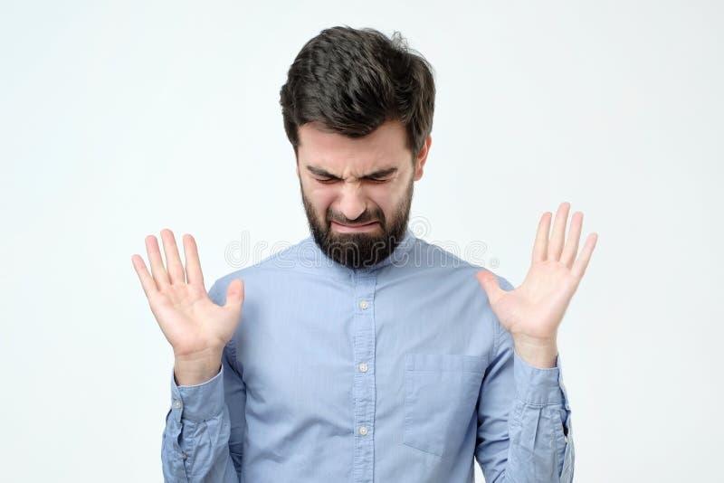 有胡子的年轻西班牙人哭泣 免版税图库摄影
