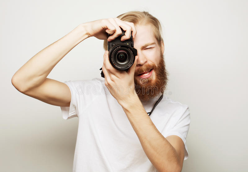 年轻有胡子的摄影师 库存图片