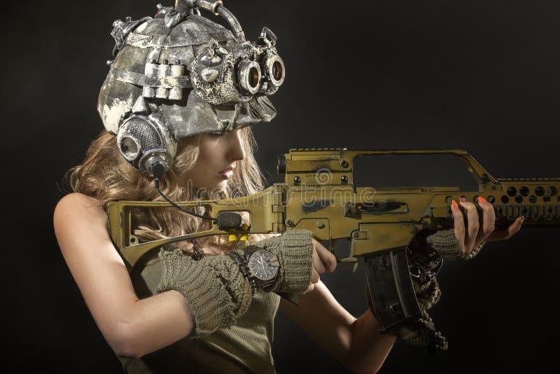 有胳膊的美丽的妇女战士 库存图片