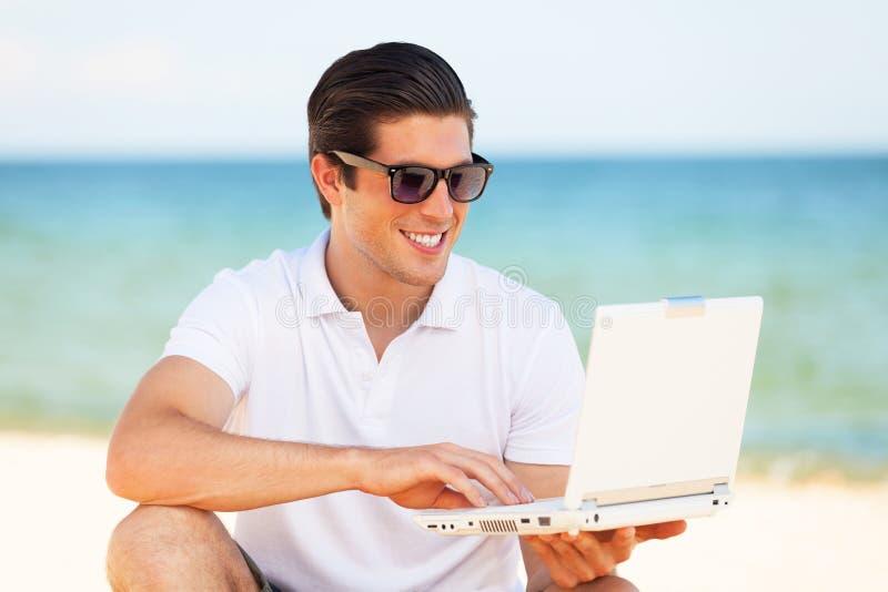有膝上型计算机的人 免版税库存图片
