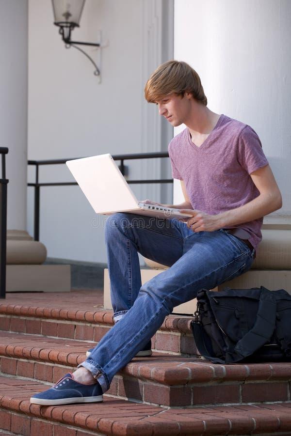 有膝上型计算机的大学生 库存图片