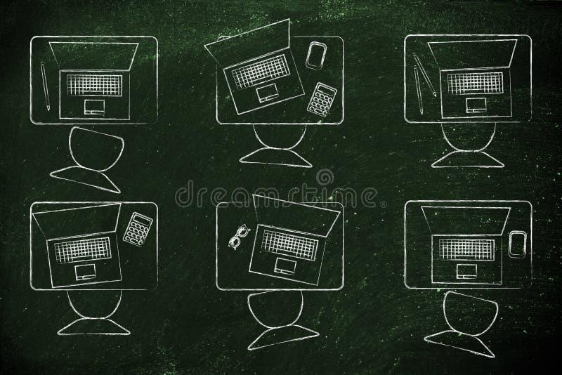 有膝上型计算机的教室书桌 库存图片