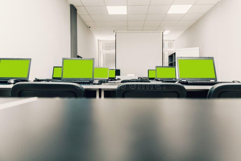 有膝上型计算机的教室 库存图片