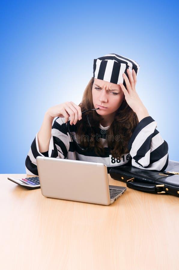有膝上型计算机的犯罪黑客在白色 免版税库存图片