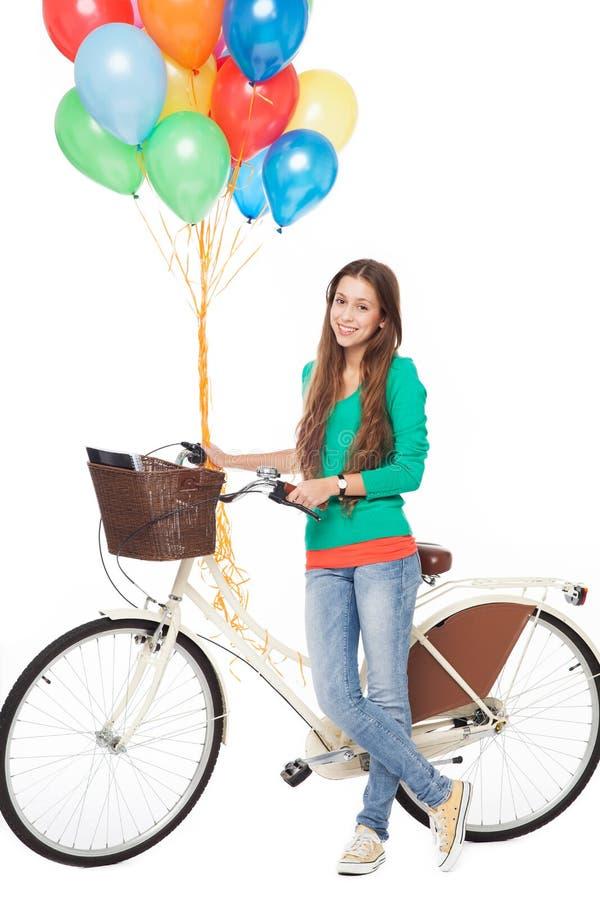有自行车和气球的妇女 免版税库存照片