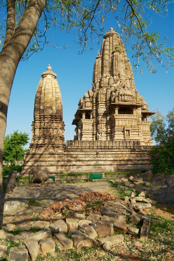 有色情雕塑的Vishvanatha寺庙在克久拉霍西部寺庙在中央邦,印度 免版税图库摄影