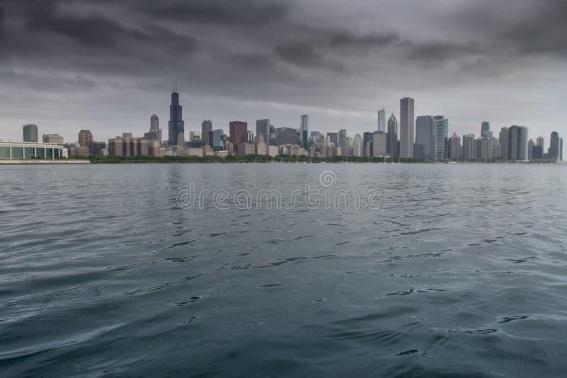 有芝加哥地平线的密执安湖在背景中 库存图片