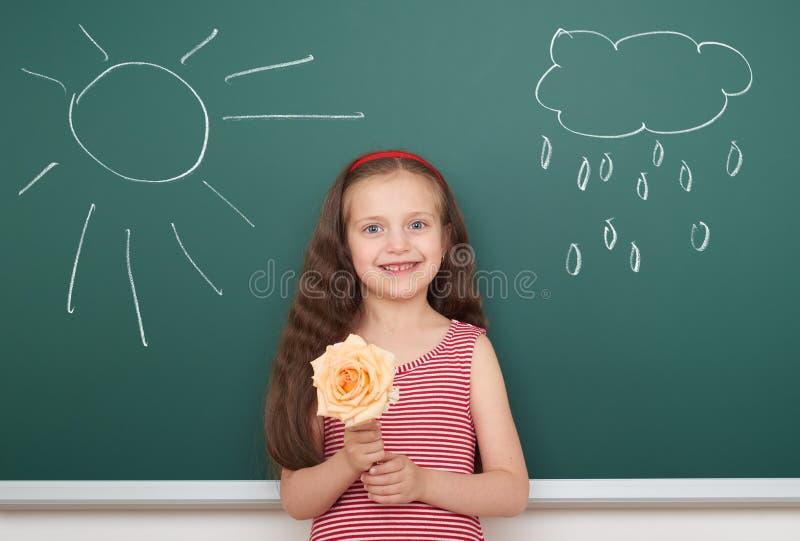 有花凹道太阳和云彩的女孩在船上 库存照片