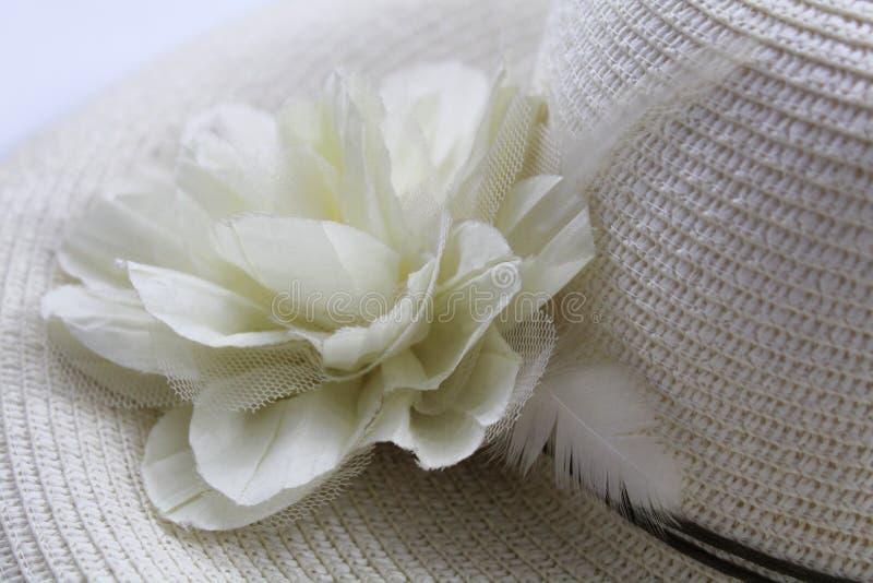 有花的夏天帽子 库存图片