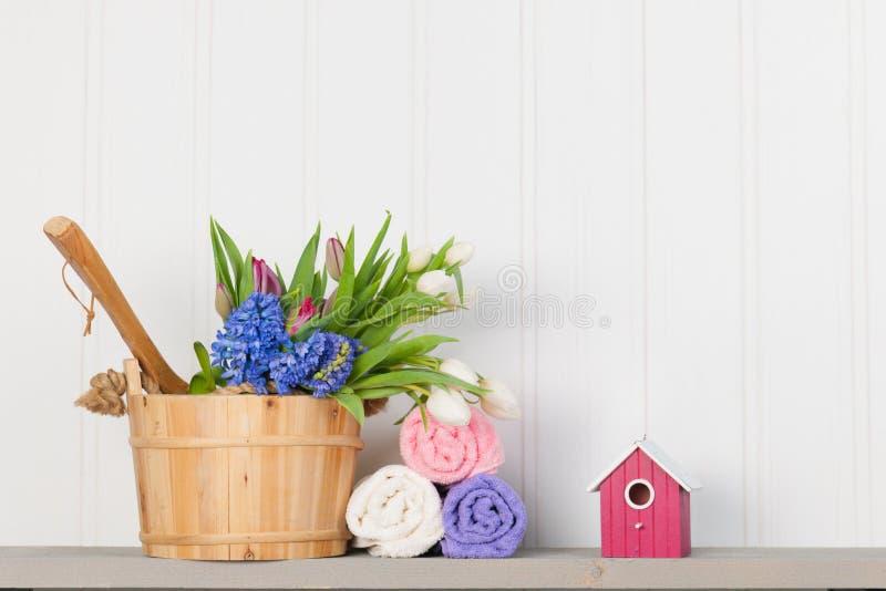有花的蒸汽浴桶 库存图片
