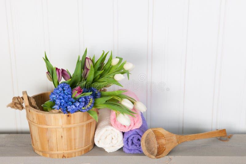 有花的蒸汽浴桶 免版税库存图片