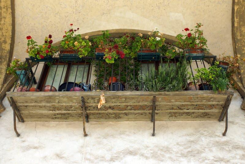 有花的阳台 库存图片