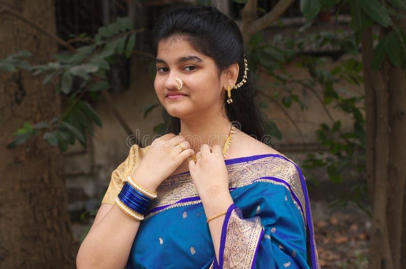 有莎丽服3的传统maharashtrian女孩 免版税库存图片
