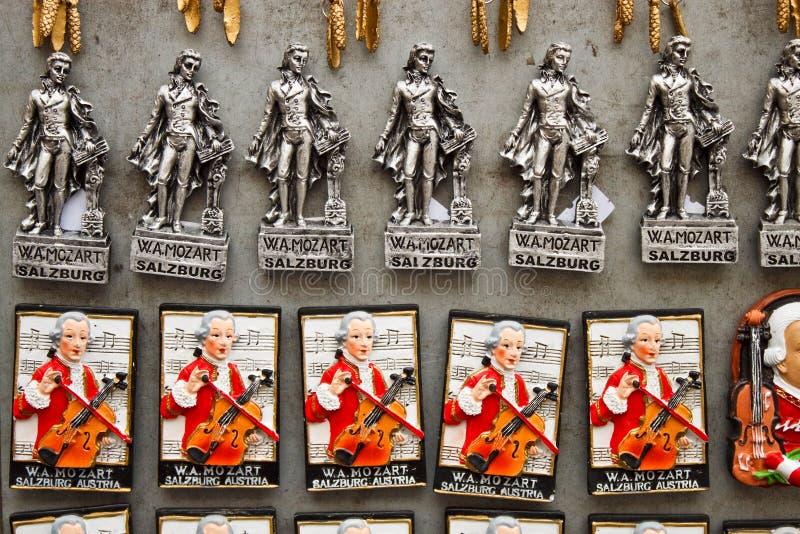 有莫扎特的纪念品磁铁在萨尔茨堡, Austia 免版税库存照片