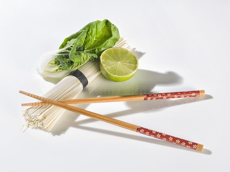 有菜的寿司棍子 免版税库存图片
