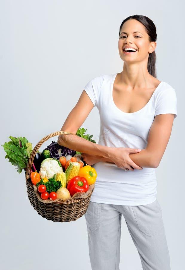 有菜的愉快的健康妇女 免版税库存图片