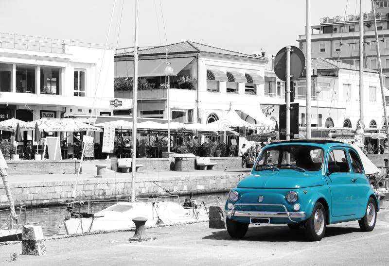 有菲亚特的500意大利港口 库存照片