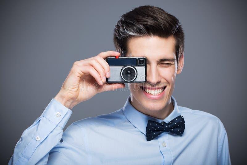 有葡萄酒照相机的人 库存照片