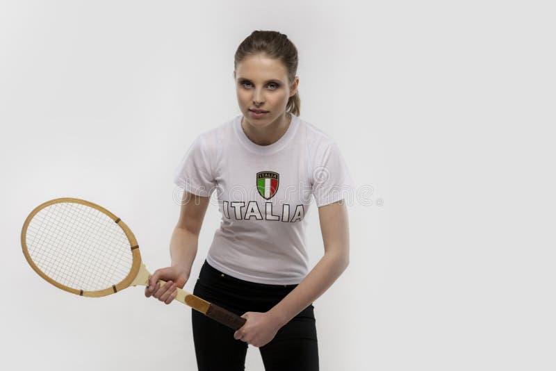 有葡萄酒网球拍的女孩 库存照片